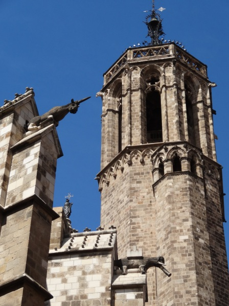 We walked around the walled cathedral and founf these intriqing gargoyles, a unicorn and an